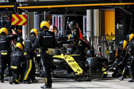 Nico Hulkenberg (GER) Renault F1 Team RS19 makes a pit stop.