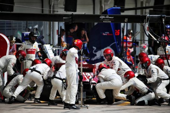 Kimi Raikkonen (FIN) Alfa Romeo Racing C38 makes a pit stop. 17.11.2019. Formula 1 World Championship, Rd 20, Brazilian Grand Prix, Sao Paulo, Brazil, Race Day. - www.xpbimages.com, EMail: requests@xpbimages.com © Copyright: Batchelor / XPB Images
