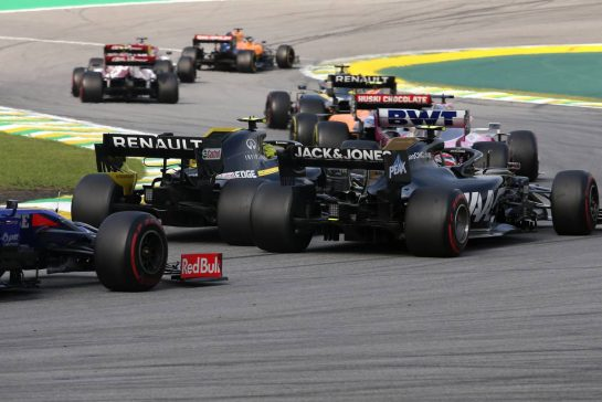 Nico Hulkenberg (GER), Renault Sport F1 Team and Romain Grosjean (FRA), Haas F1 Team 17.11.2019. Formula 1 World Championship, Rd 20, Brazilian Grand Prix, Sao Paulo, Brazil, Race Day.- www.xpbimages.com, EMail: requests@xpbimages.com © Copyright: Charniaux / XPB Images