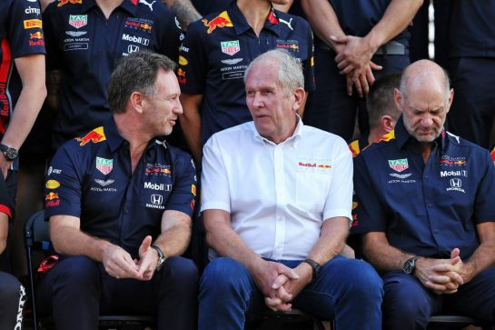 (L to R): Christian Horner (GBR) Red Bull Racing Team Principal; Dr Helmut Marko (AUT) Red Bull Motorsport Consultant; and Adrian Newey (GBR) Red Bull Racing Chief Technical Officer, at a team photograph. 28.11.2019. Formula 1 World Championship, Rd 21, Abu Dhabi Grand Prix, Yas Marina Circuit, Abu Dhabi, Preparation Day. - www.xpbimages.com, EMail: requests@xpbimages.com © Copyright: Moy / XPB Images