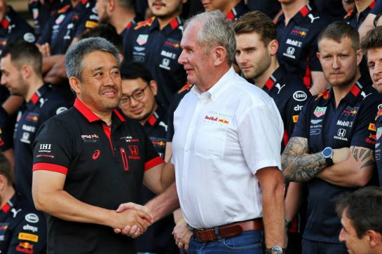 (L to R): Masashi Yamamoto (JPN) Honda Racing F1 Managing Director with Dr Helmut Marko (AUT) Red Bull Motorsport Consultant at a team photograph.