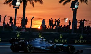 Bottas edges Hamilton to remain on top in FP2