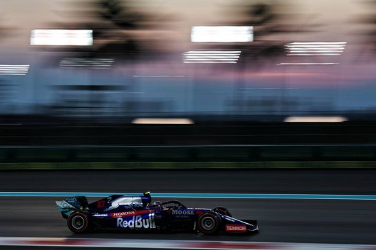 Pierre Gasly (FRA) Scuderia Toro Rosso STR14. 29.11.2019. Formula 1 World Championship, Rd 21, Abu Dhabi Grand Prix, Yas Marina Circuit, Abu Dhabi, Practice Day. - www.xpbimages.com, EMail: requests@xpbimages.com © Copyright: Dungan / XPB Images