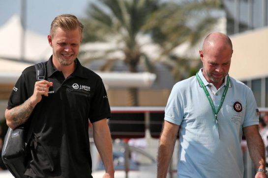 (L to R): Kevin Magnussen (DEN) Haas F1 Team with his father Jan Magnussen (DEN).