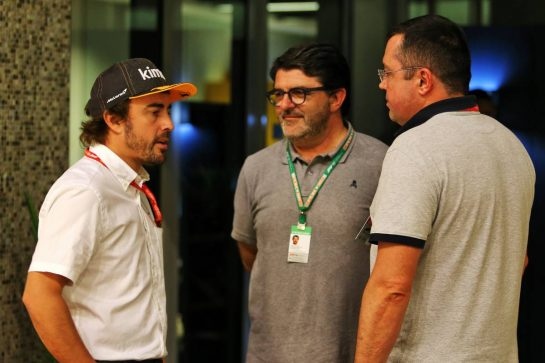 (L to R): Fernando Alonso (ESP) with Luis Garcia Abad (ESP) Driver Manager and Eric Boullier (FRA). 30.11.2019. Formula 1 World Championship, Rd 21, Abu Dhabi Grand Prix, Yas Marina Circuit, Abu Dhabi, Qualifying Day. - www.xpbimages.com, EMail: requests@xpbimages.com © Copyright: Moy / XPB Images