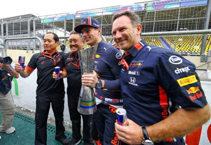 Race winner Max Verstappen (NLD) Red Bull Racing celebrates with Toyoharu Tanabe (JPN) Honda Racing F1 Technical Director; Masashi Yamamoto (JPN) Honda Racing F1 Managing Director; and Christian Horner (GBR) Red Bull Racing Team Principal.