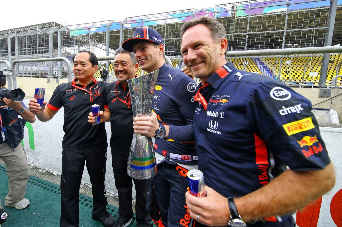 Race winner Max Verstappen (NLD) Red Bull Racing celebrates with Toyoharu Tanabe (JPN) Honda Racing F1 Technical Director; Masashi Yamamoto (JPN) Honda Racing F1 Managing Director; and Christian Horner (GBR) Red Bull Racing Team Principal.