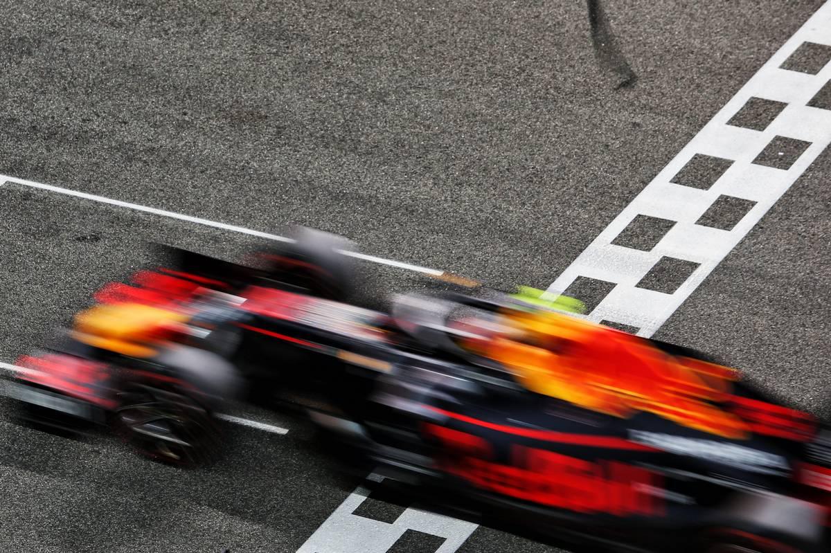 Red Bull: Renault broke promises, Honda don't