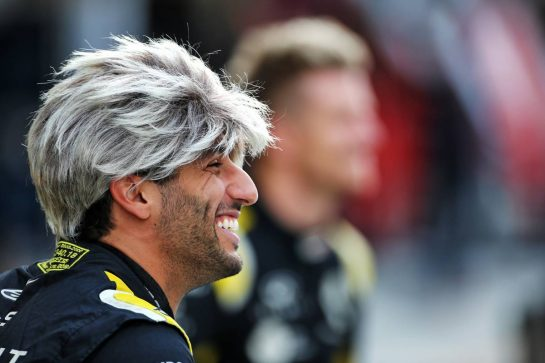 Daniel Ricciardo (AUS) Renault F1 Team at a team photograph. 01.12.2019. Formula 1 World Championship, Rd 21, Abu Dhabi Grand Prix, Yas Marina Circuit, Abu Dhabi, Race Day. - www.xpbimages.com, EMail: requests@xpbimages.com © Copyright: Charniaux / XPB Images
