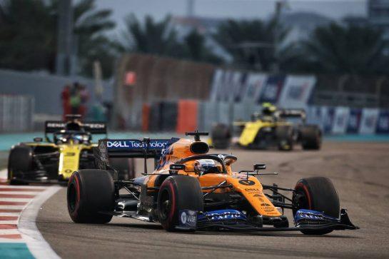 Carlos Sainz Jr (ESP) McLaren MCL34. 01.12.2019. Formula 1 World Championship, Rd 21, Abu Dhabi Grand Prix, Yas Marina Circuit, Abu Dhabi, Race Day. - www.xpbimages.com, EMail: requests@xpbimages.com © Copyright: Charniaux / XPB Images