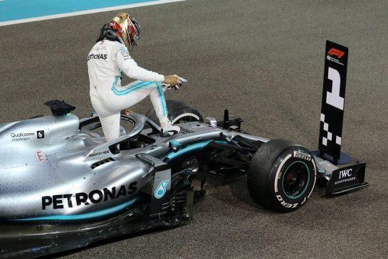 Lewis Hamilton (GBR), Mercedes AMG F1  01.12.2019. Formula 1 World Championship, Rd 21, Abu Dhabi Grand Prix, Yas Marina Circuit, Abu Dhabi, Race Day.- www.xpbimages.com, EMail: requests@xpbimages.com © Copyright: Charniaux / XPB Images