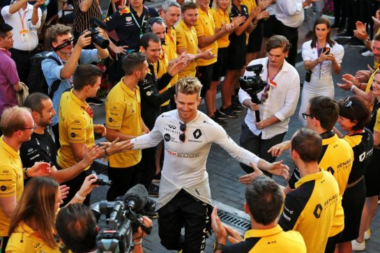 Nico Hulkenberg (GER) Renault F1 Team receives a guard of honour from the team.