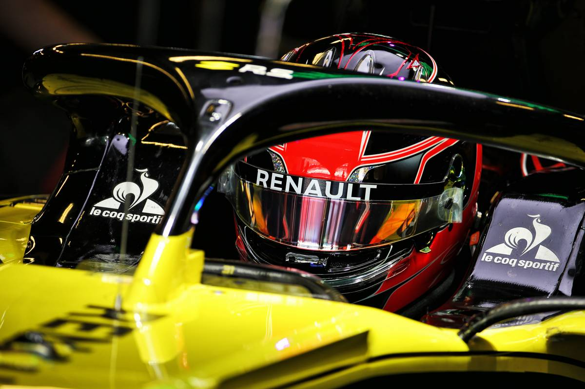 Esteban Ocon (FRA) Renault F1 Team RS19.
