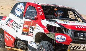 Alonso double-rolls the Hilux on Stage 10!