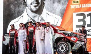 Fernando Alonso hits the Dakar's desert road