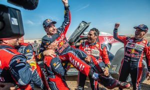 Old man Sainz makes it a Dakar hat trick!