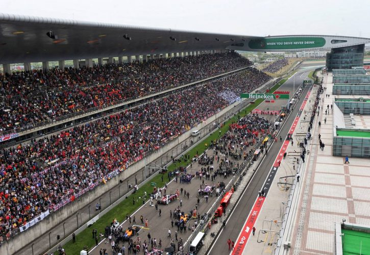 F1 teams to assess coronavirus risk to Chinese GP