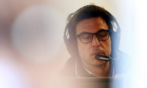 Wolff talks with Mercedes on backburner amid crisis