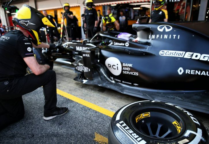 Renault F1 Team practices a pit stop. 21.02.2020. Formula One Testing, Day Three, Barcelona, Spain. Friday.
