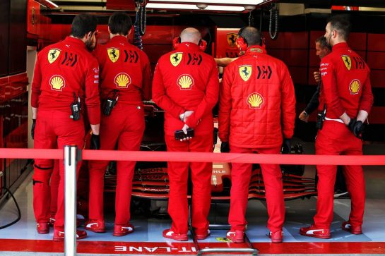 Ferrari human wall in the pit garage. 21.02.2020. Formula One Testing, Day Three, Barcelona, Spain. Friday. - www.xpbimages.com, EMail: requests@xpbimages.com © Copyright: Moy / XPB Images