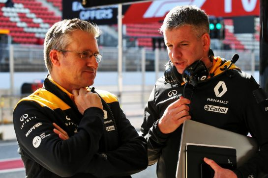 Pat Fry (GBR) Renault F1 Team Technical Director (Chassis) (Left). 26.02.2020. Formula One Testing, Day One, Barcelona, Spain. Wednesday. - www.xpbimages.com, EMail: requests@xpbimages.com © Copyright: Batchelor / XPB Images