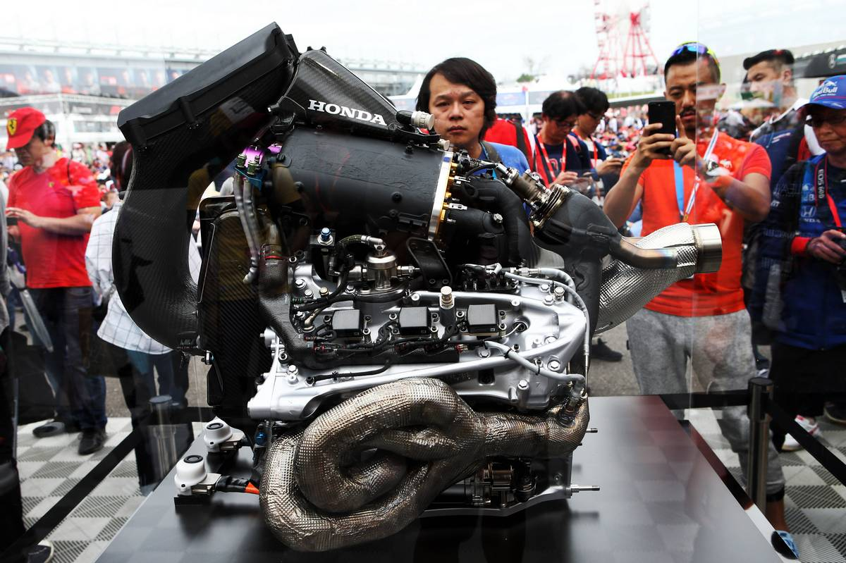 Fans and atmosphere - Honda engine.