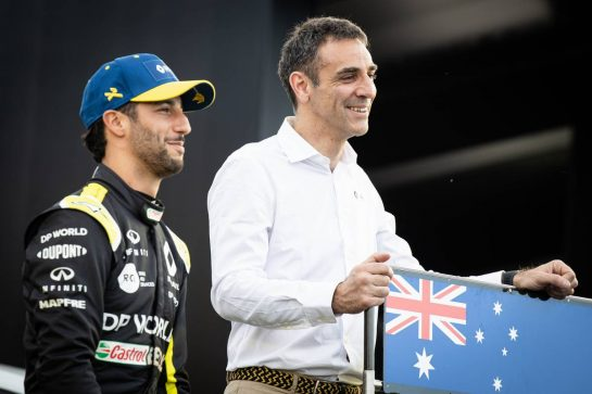 (L to R): Daniel Ricciardo (AUS) Renault F1 Team with Cyril Abiteboul (FRA) Renault Sport F1 Managing Director - livery reveal. 11.03.2020. Formula 1 World Championship, Rd 1, Australian Grand Prix, Albert Park, Melbourne, Australia, Preparation Day. - www.xpbimages.com, EMail: requests@xpbimages.com © Copyright: Bearne / XPB Images
