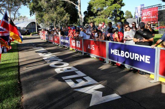 Circuit atmosphere - fans. 12.03.2020. Formula 1 World Championship, Rd 1, Australian Grand Prix, Albert Park, Melbourne, Australia, Preparation Day. - www.xpbimages.com, EMail: requests@xpbimages.com © Copyright: Batchelor / XPB Images