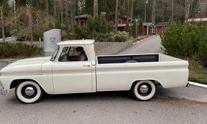 Raikkonen goes old school with Sunday ride