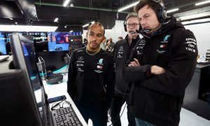 Wolff denies rival teams 'are falling apart'