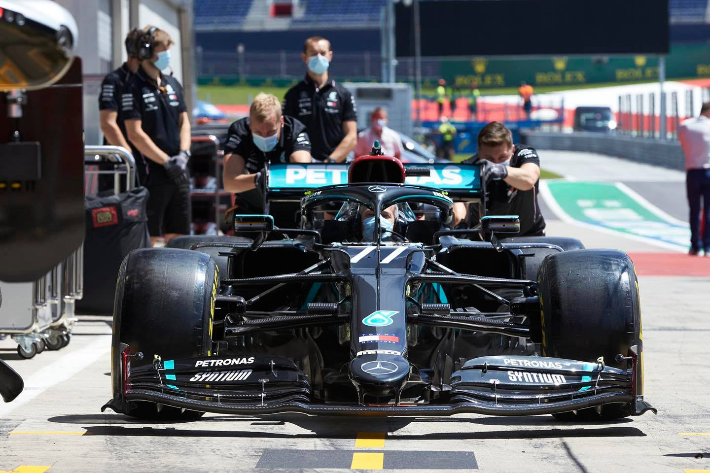 Mercedes: Gearbox woes caused by 'electrical noise' interference - F1i.com