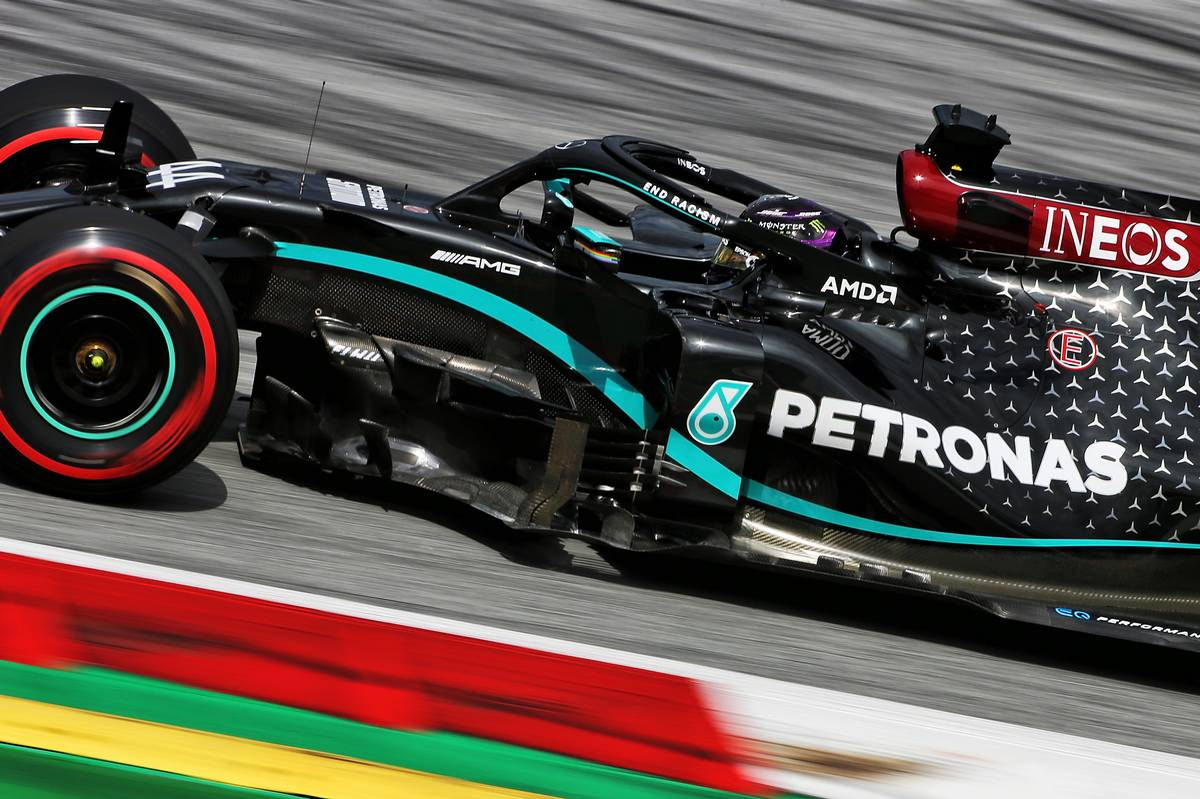 Mercedes' Black Arrows remain in charge in FP2 in Austria - F1i.com