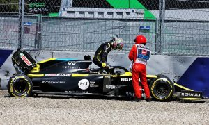 Ricciardo suffered bruised knee in FP2 crash