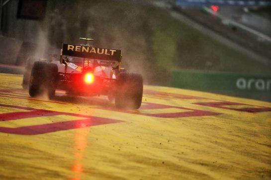 Esteban Ocon (FRA) Renault F1 Team RS20 runs wide. 11.07.2020. Formula 1 World Championship, Rd 2, Steiermark Grand Prix, Spielberg, Austria, Qualifying Day. - www.xpbimages.com, EMail: requests@xpbimages.com © Copyright: Batchelor / XPB Images