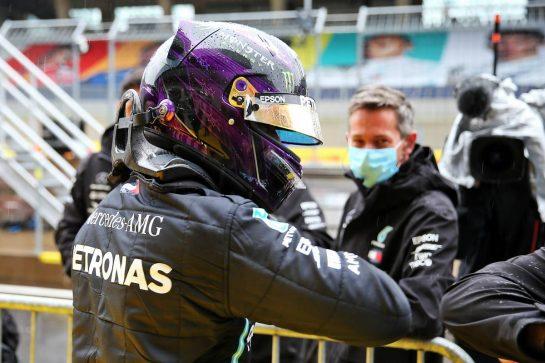 Lewis Hamilton (GBR) Mercedes AMG F1 celebrates his pole position in qualifying parc ferme. 11.07.2020. Formula 1 World Championship, Rd 2, Steiermark Grand Prix, Spielberg, Austria, Qualifying Day. - www.xpbimages.com, EMail: requests@xpbimages.com © Copyright: Batchelor / XPB Images