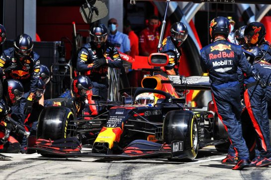 Max Verstappen (NLD) Red Bull Racing RB16 makes a pit stop. 12.07.2020. Formula 1 World Championship, Rd 2, Steiermark Grand Prix, Spielberg, Austria, Race Day. - www.xpbimages.com, EMail: requests@xpbimages.com © Copyright: Moy / XPB Images