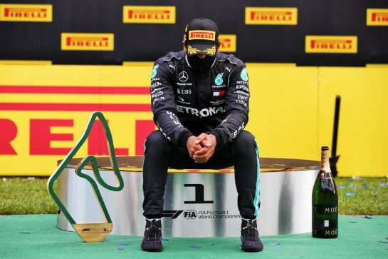 Race winner Lewis Hamilton (GBR) Mercedes AMG F1 on the podium. 12.07.2020. Formula 1 World Championship, Rd 2, Steiermark Grand Prix, Spielberg, Austria, Race Day. - www.xpbimages.com, EMail: requests@xpbimages.com © Copyright: Batchelor / XPB Images