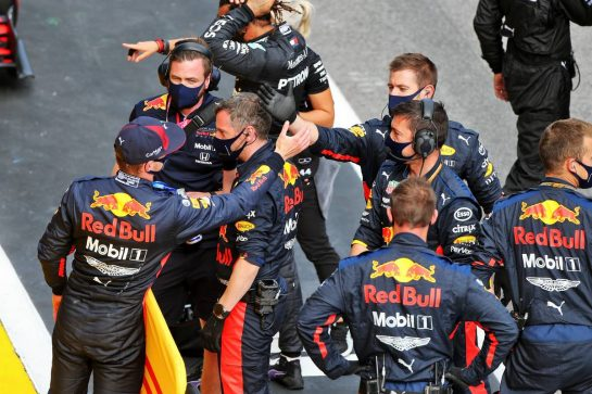 Max Verstappen (NLD) Red Bull Racing celebrates his third position with the team in parc ferme. 12.07.2020. Formula 1 World Championship, Rd 2, Steiermark Grand Prix, Spielberg, Austria, Race Day. - www.xpbimages.com, EMail: requests@xpbimages.com © Copyright: Moy / XPB Images