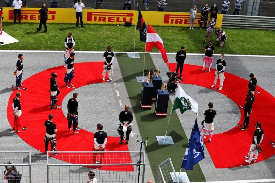 Drivers on the grid before the start of the race. 12.07.2020. Formula 1 World Championship, Rd 2, Steiermark Grand Prix, Spielberg, Austria, Race Day. - www.xpbimages.com, EMail: requests@xpbimages.com © Copyright: Moy / XPB Images