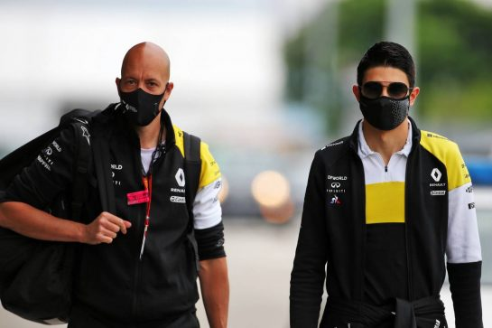 Esteban Ocon (FRA) Renault F1 Team with Dan Williams (GBR) Renault F1 Team Personal Trainer.