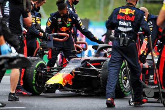 Max Verstappen (NLD) Red Bull Racing RB16 on the grid with a broken front wing after crashing leaving the pits. 19.07.2020. Formula 1 World Championship, Rd 3, Hungarian Grand Prix, Budapest, Hungary, Race Day. - www.xpbimages.com, EMail: requests@xpbimages.com © Copyright: Batchelor / XPB Images