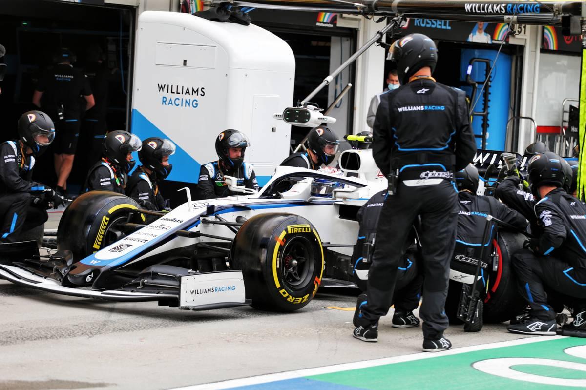 Nicholas Latifi (CDN) Williams Racing FW43 makes a pit stop.