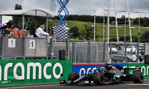 Hamilton storms to victory, Verstappen pips Bottas