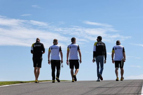 Esteban Ocon (FRA) Renault F1 Team walks the circuit with the team. 30.07.2020. Formula 1 World Championship, Rd 4, British Grand Prix, Silverstone, England, Preparation Day. - www.xpbimages.com, EMail: requests@xpbimages.com © Copyright: Moy / XPB Images