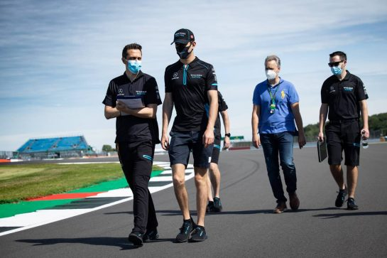 Nicholas Latifi (CDN) Williams Racing walks the circuit with the team. 30.07.2020. Formula 1 World Championship, Rd 4, British Grand Prix, Silverstone, England, Preparation Day. - www.xpbimages.com, EMail: requests@xpbimages.com © Copyright: Bearne / XPB Images
