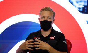 Magnussen wants team-driver communication rule updated