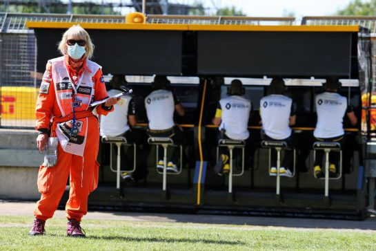 Circuit atmosphere - marshal in the pits. 31.07.2020. Formula 1 World Championship, Rd 4, British Grand Prix, Silverstone, England, Practice Day. - www.xpbimages.com, EMail: requests@xpbimages.com © Copyright: Moy / XPB Images