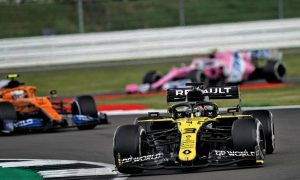 Ricciardo surprised by late stage pace on hard tyres