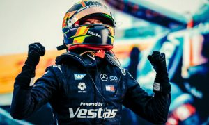 Vandoorne delivers maiden FE win to Mercedes in season finale!