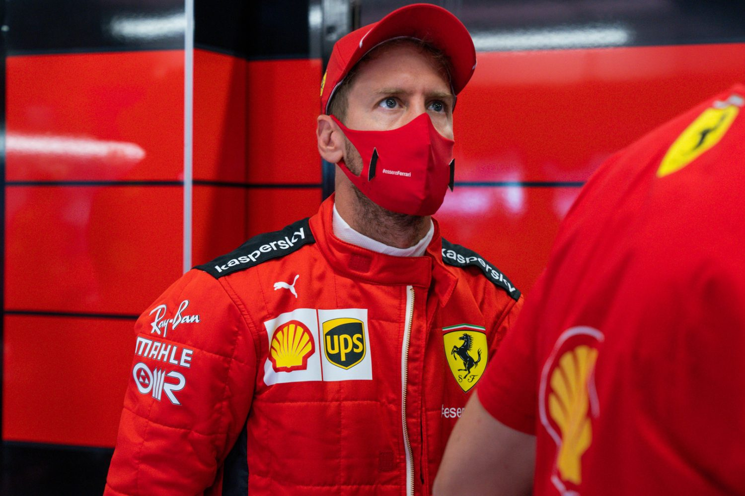 Horner: Vettel carrying a lot of weight on his shoulders